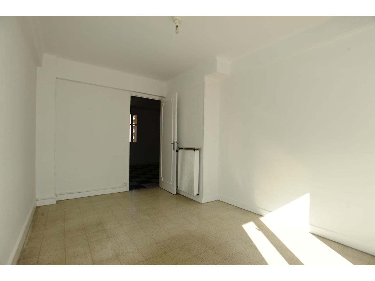 Immobilier appartement nice a louer bas madeleine agreable for Chambre a louer nice